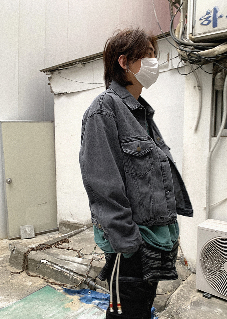 set-up black denim jacket